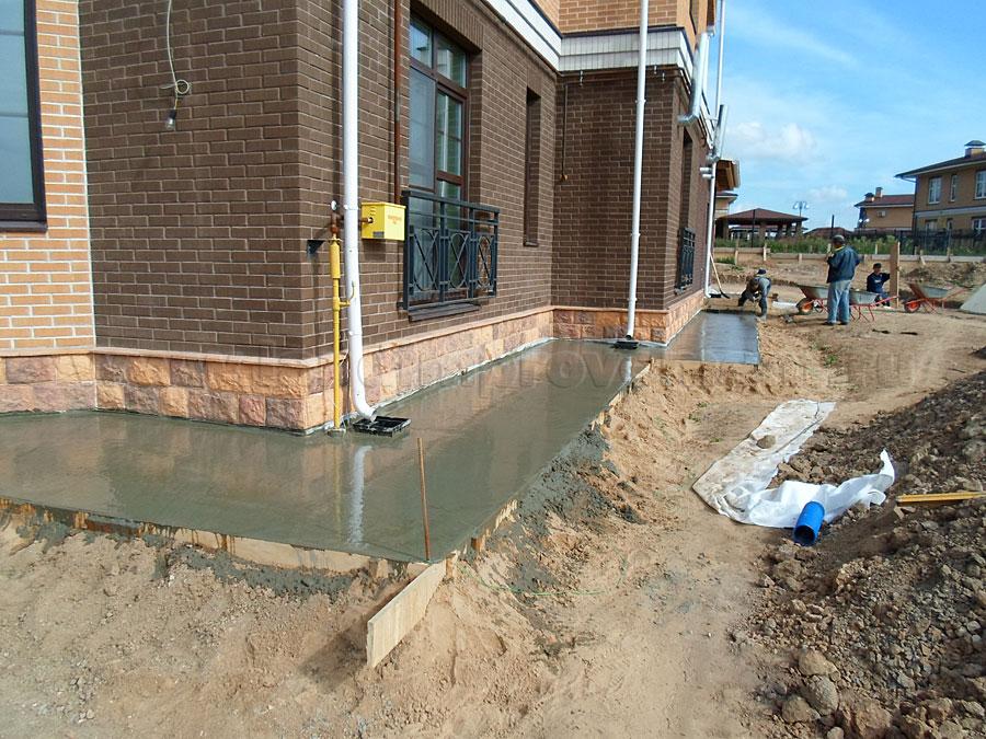 Как правильно залить двор бетоном и сделать ливневку